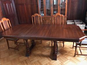 table de salle à manger et clapier/ dining room table and hutch