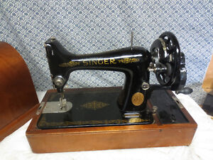 SINGER VINTAGE SEWING MACHINE IN BENTWOOD CASE