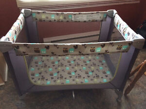Excellent Condition-Unisex Fold-n-go Pack -n-Play Playpen