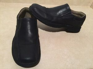 Men's Clarks Leather Slip-On Shoes Size 10 London Ontario image 2