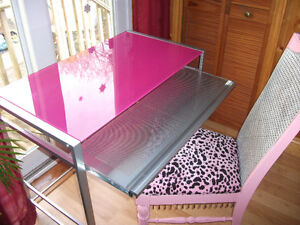 PINK DESK AND CHAIR London Ontario image 2