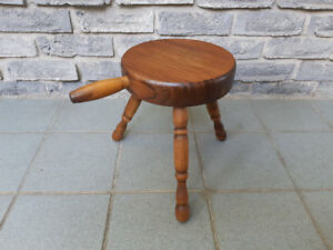 ANTIQUE SOLID WOOD MILKING STOOL