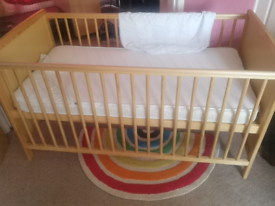 Cot / Cotbed / toddler bed with mattress