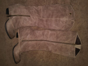 FERGIE Boots size 8