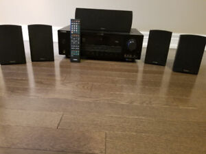 Yamaha RX-V363 Audio Receiver with speakers