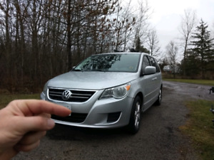 2009 VW 4.0L minivan for sale