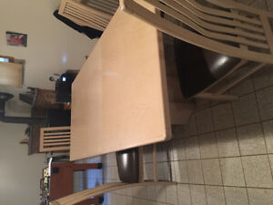 SOLID OAK TABLE WITH 6 CHAIRS GREAT PRICE