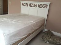 Queen size white bed - MINT condition !(
