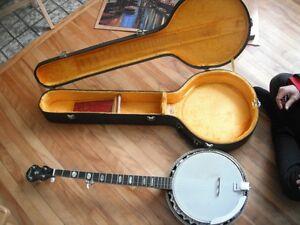 ElDegas Banjo (vintage) comes with hardshell case