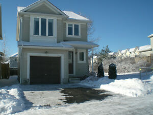 Detached single house available now in Waterloo