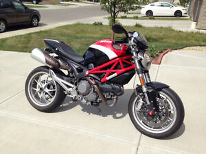 2010 Ducati Monster 1100 - No accidents, mint condition