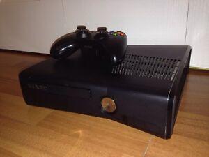 Xbox 360-2 manettes-6 jeux
