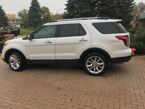 30,000kms Ford Explorer LIMITED awd 7 seater NO GST