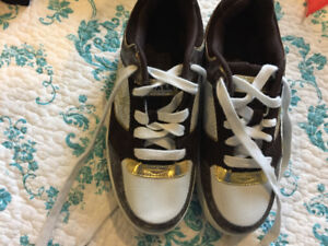 Size 6 Leather Airwalk Sneakers