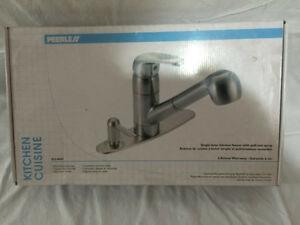 Peerless Kitchen Faucet with Pullout Spray