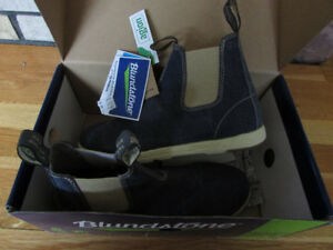 New in Box Mens size 9 Blundstone canvas boots
