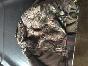 Never worn, brand new camo jacket. Size large.