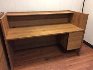 Office desk in fantastic condition!! Edmonton Edmonton Area image 2