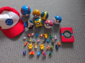 Pokémon go bundle. Pokédex, interactive ball