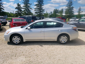 2012 Nissan Altima SE. 2.5 4CYL.  Loaded.  $6,900...