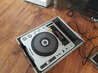 Cdj 800 mk2 all necassary wires and flyte case. good condition.
