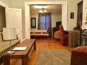 Row House Private Apartment - Heart of Downtown