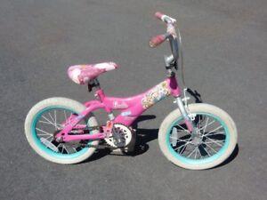 Bicyclette  12'' pour enfant fille très propre