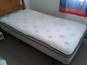 Twin Eurotop Chiropractic Mattress - Impeccable shape