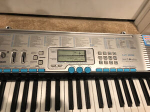 Casio LK-220 electric keyboard