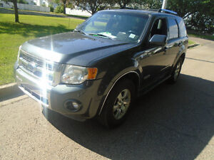 2008 4*4 Ford Escape Limited SUV! free 300$ gas card