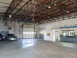 Local de 1200 à 5500 pi2 à louer - Anciennement garage Mazda