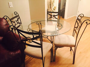 Beautiful great condition glass dining set GREAT DEAL