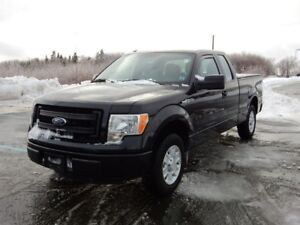 2013 Ford F-150 XLT LOW KM!!  JUST TRADED. MUST SEE