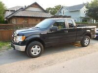 2010 Ford F-150 XLT 4X4 with Moonroof!
