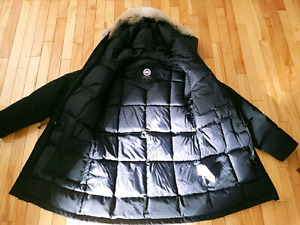 Canada Goose Jacket - men - S/M size - new condition