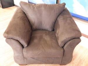 *** USED *** ASHLEY DARCY CHOCOLATE CHAIR   S/N:51237689   #STORE943
