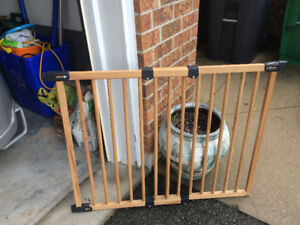 Baby safety gate - wood, adjustable