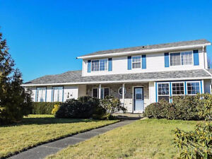 Valley View Estates Family Home! Mtn Views and Ideal Location