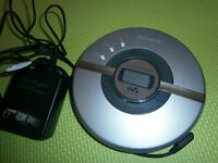 EXCELLENT CD SONY PLAYER  WALKMAN G PROTECTION 2AA/110V