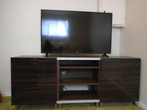 GORGEOUS MODERN X- LARGE TV ENTERTAINMENT BENCH *** CAN DELIVER