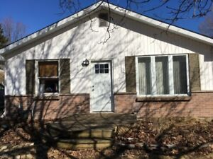 6 BEDROOM HOUSE FOR RENT- 2 BLOCKS TO ST. LAWRENCE - FOSTER ST.