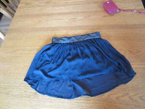 NEVER WORN, Navy blue hollsiter mini skirt