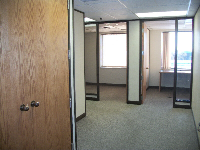 large office space. LARGE OFFICE SPACE FOR RENT \u2013 893 SQ FT | Commercial \u0026 Office Space For Rent Mississauga / Peel Region Kijiji Large