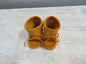 Moccasin - Baby - [size 2 only ]  Edmonton location Strathcona County Edmonton Area image 3