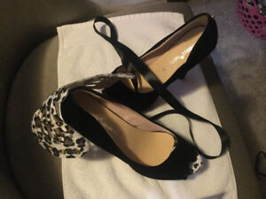 Black convertible shoes with red bottom