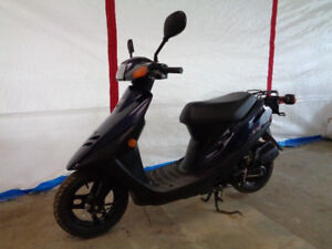 2002 Honda Dio Z series 49 cc, Scooter, w/ Black paint