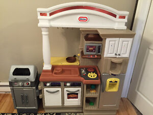 Little tikes kitchen and bbq St. John's Newfoundland image 1