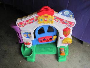 FISHER PRICE PLAY CENTER