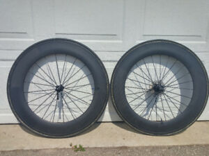 Carbon tubular wheelset with tires