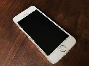 Apple iPhone 5S 32GB in Gold Colour, locked to Bell Kitchener / Waterloo Kitchener Area image 3